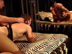bodybuilder daddy receives bj,fucks muscle chap